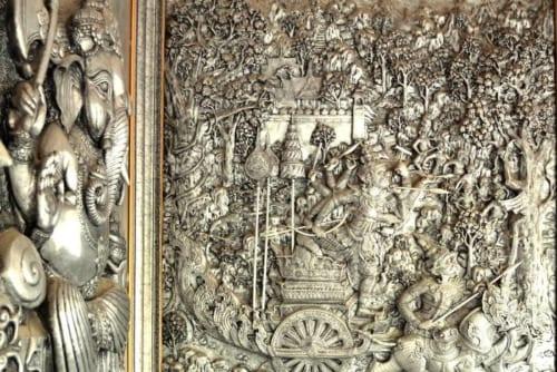 インドの叙事詩ラーマヤナ物語を描いたレリーフ(ワット・ムーンサーン)