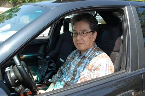 哲浩さんの愛車は、シルキー6を心臓に持つ、高い次元で乗り心地と走行性能を両立した輸入車。その出会いと物語は【後編】にて語ります。