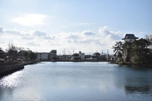 「日本三大水城」に数えられる今治城。海水を利用した水堀は、藤堂高虎ならではだ