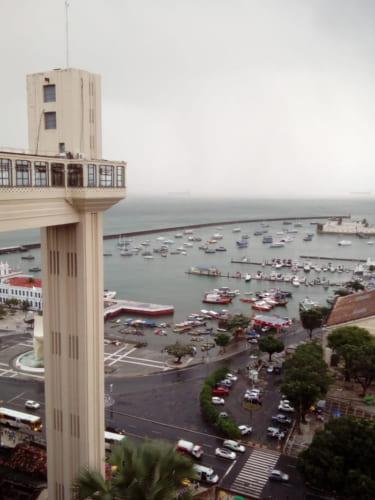 上の街から見た景観