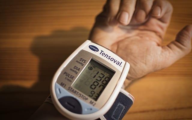降圧剤に頼らず血圧を適正値に保つ秘訣とは?|『やっぱり高血圧はほっとくのが一番』