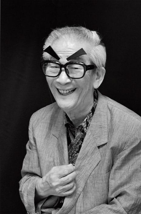 「それでは、サヨナラ、サヨナラ……」小松政夫さんが、日本を代表する喜劇人へ駆け上がってゆく最初の起爆剤になった芸が、映画評論家・淀川長治の口真似と顔真似だった。