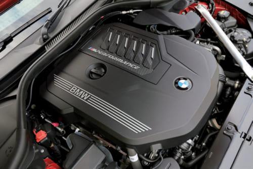 340馬力を発揮する直列6気筒の3Lガソリンエンジン。他に4気筒の2Lガソリンエンジンを搭載す るモデルも用意する。