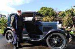 コリン・フェルナンド、世話好きの配管工の彼の愛車は、1929年生まれのFORDだ
