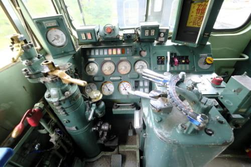 EF63の運転席