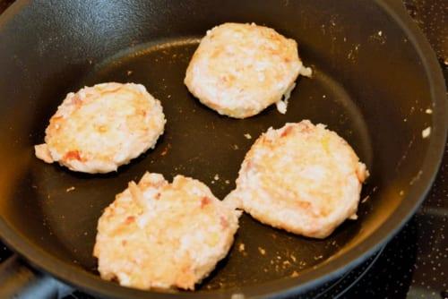 フライパンに油を薄くひき熱し、6を両面やや中火で焼いていく