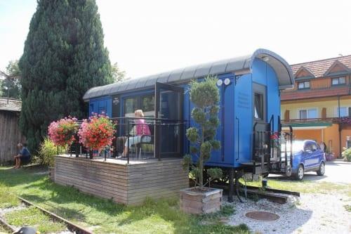 ファイシュトリッツタール鉄道のアンガー駅には、実際に宿泊できる寝台車があります