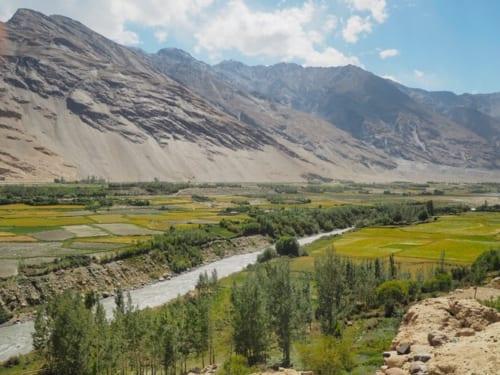 川を挟んだ向こう岸はアフガニスタン