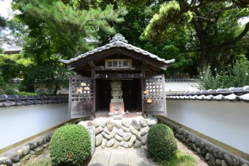 高麗若光の廟がある勝楽寺