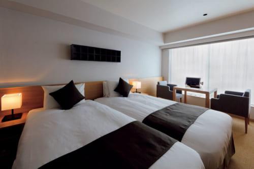 『麩屋町通II』のエンソウツインキッチン付き。1室2名利用でひとり2万円~。欧米からの宿泊客は長期連泊の滞在が多い。