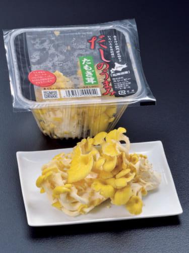 北海道で栽培されているたもぎ茸。黄金色の輝きで香りと歯応えがよく、加えてグアニル酸という旨味成分が豊富で出汁いらず。服部家では味噌汁の他、雑炊などにも活用している。
