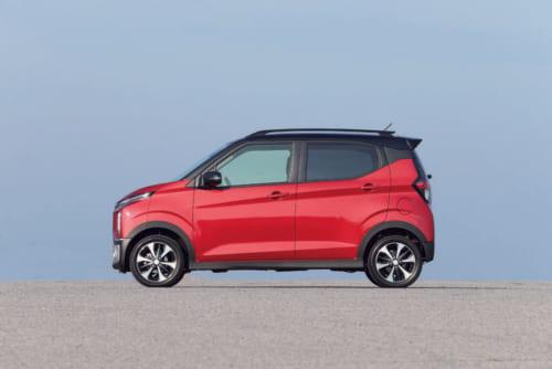 軽自動車なので全長は3.4m以内(3395mm)。限られた長さの中で広く室内を確保するために、車輪は車体のもっとも外側に位置している。車体色は2トーンカラーを含め11通りの中から選べる。