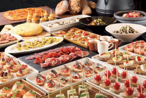 『富小路通II』にあるスペイン・バスク地方のレストラン『ラ ロトンダ』のブッフェ式朝食2500円。京都や近畿地方の食材で作るスペイン風オムレツやパイ、スープなど。