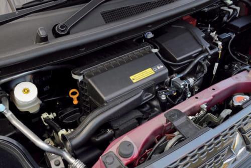 660ccのガソリンターボエンジンと、発進時に駆動力を助ける小出力のモーターが組み合わされている。駆動は4輪(4WD)だ。