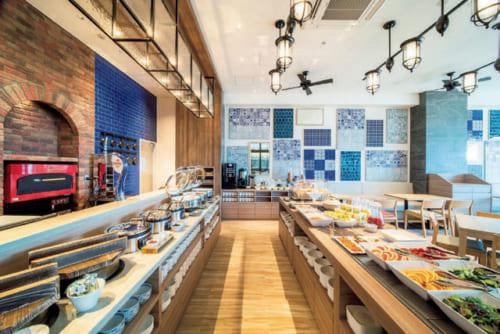 魚介はもちろんのこと、米や野菜まで五島産を用いたビュッフェ式の朝食も美味。