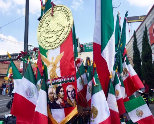 国じゅうが国旗カラーに満ちる9月
