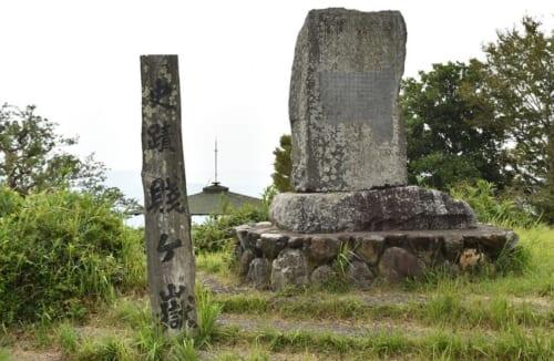 賤ヶ岳の山頂広場には、戦跡碑や、戦没者の碑が立つ
