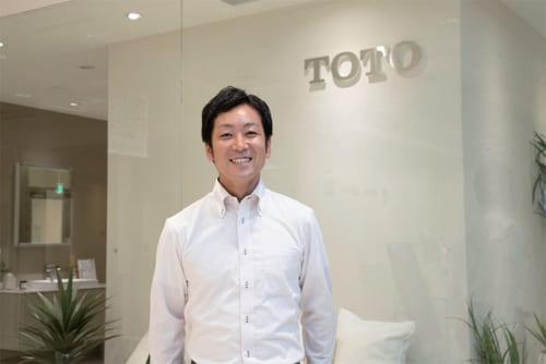 北浦邸のリフォームを担当したTOTOリモデルサービスの吉田圭佑さん。