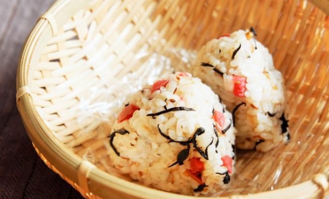 ひじきとカリカリ梅の混ぜご飯