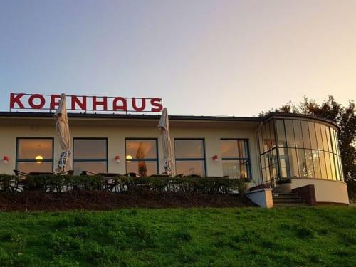 エルベ川沿いのレストラン「コルンハウス」はバウハウス講師カール・フィーガーの設計。