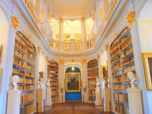 ロココホールが美しい「アンナ・アマーリア大公妃図書館」は世界遺産「古典主義の都ワイマール」の構成資産のひとつ。