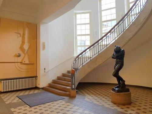 アンリ・ヴァン・デ・ヴェルデ設計の校舎。アール・ヌーヴォー式の螺旋階段が美しい。