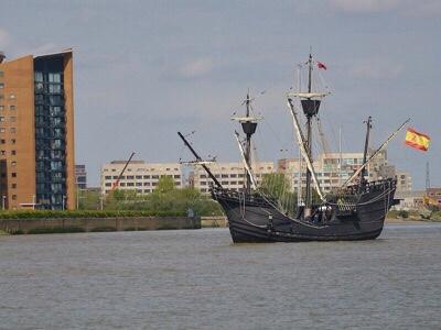 復元されたマゼランの木造帆船ビクトリア号のレプリカ。全長28メートル85トン船幅7.5メートルの小さなガレオン船でよく世界周航ができたものである。画像引用:https://search.creativecommons.org/photos/a90b301f-ae95-435d-880f-162d709f45ea?fbclid=IwAR3zJzBTBQOUL8SkdNJt5AyfJN8wJoinxrwLSj0QA3NynewWXJitNejfgWU 著作権消尽画像