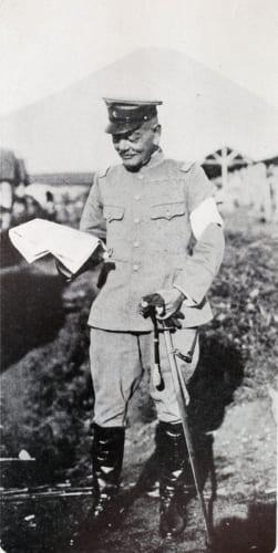 富士裾野での演習中の秋山将軍