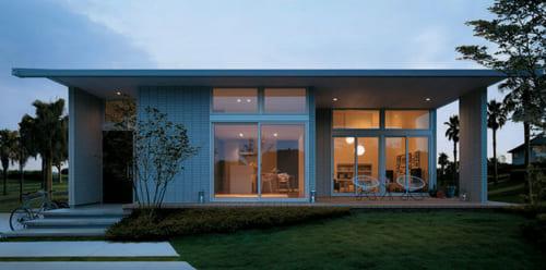 大屋根の下に自然と室内を緩やかにつなぐ『リンクテラス』を備えた『グランリンクヒラヤ』。