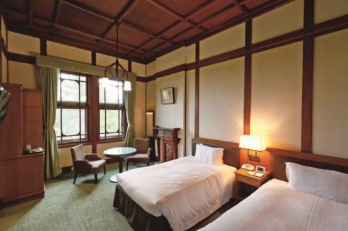 本館のスタンダードツインルーム(奈良公園側)、1室4万7000円~。浴室には猫足のバスタブがあり、優雅な気分に浸れる。