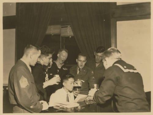 昭和20年頃の米軍接収時代には常駐していた米兵がピアノに合わせて歌を楽しんだ。