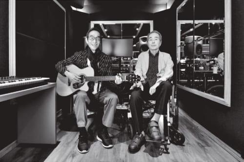 都内の某録音スタジオにて。孝さんは車椅子での移動だが、コンサートでは時折立ち上がって歌うことも。
