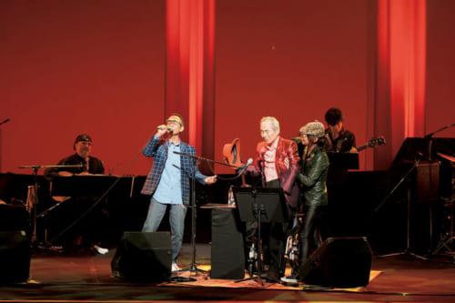 「50年分のありがとう」と謳った50周年記念コンサートの模様。この日は『さよならをするために』の作詞者でもある俳優の石坂浩二さんが応援に駆けつけた。(※2019年11月16日(土)「かつしかシンフォニーヒルズモーツァルトホール」にて、『サライ』が協賛するメモリアル・コンサートが行なわれます。問い合わせ:シンフォニーヒルズチケットセンター 電話:03・5670・2233(休館日除く10時~19時))