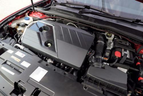 エンジンは、4気筒1.6Lのガソリンターボと2Lディーゼルターボの2種類。車体前部へ横置きに搭載、前輪を駆動する。