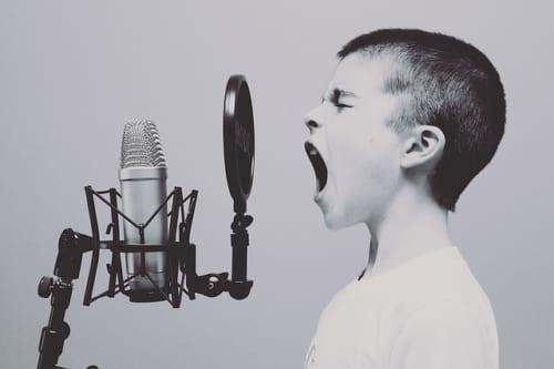 声に年齢が現れる!? 喉のケアと同じくらい重要な顎のケア