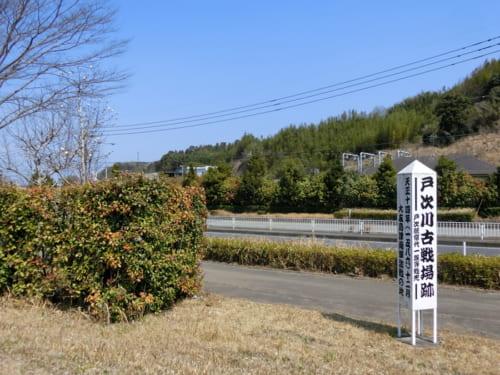 国道57号線沿いにひっそりと残る戸次川古戦場跡