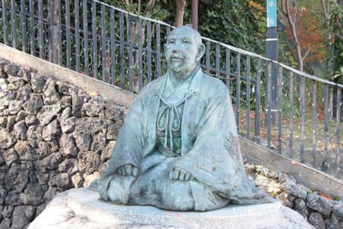 今後の焦点は、秀吉の「中国大返し」の真相(写真は有馬温泉の秀吉像)