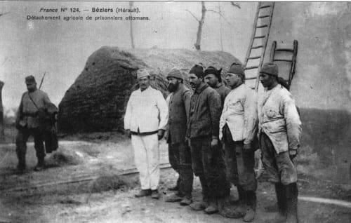 1914-1918年の戦争中。南仏の町ベジエで農作業につくオスマン帝国兵捕虜。 (C)V-P-HIST-03213-05A/ARCHIVES CICR(DR)