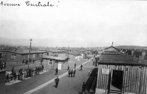 1914-1918年の戦争中。ドイツ・ホルツミンデンの捕虜収容所の中央通り。 (C)V-P-HIST-03543-03/ ARCHIVES CICR(DR)