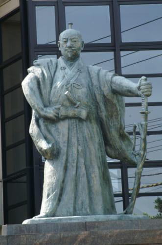 織田家発祥の地と伝わる福井県越前町に立つ織田信長像