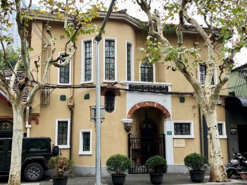個人邸宅。現在は茶館になっており、顧客は内部を見ることができる。1929年築。上海市徐匯区建国西路323号