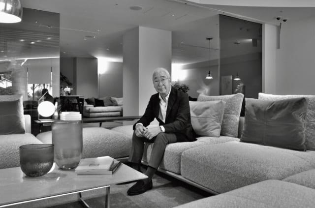 東京・恵比寿のアルフレックス東京のショールームで。イタリアで学んだ技術を基礎に、日本人の感性や住宅事情に合わせたオリジナルの家具を多く生産・販売している。
