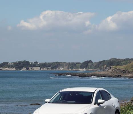 マツダは今年、車名を全面的に変更。世界共通の車名にした。「マツダ3(スリー)」は小型車名。