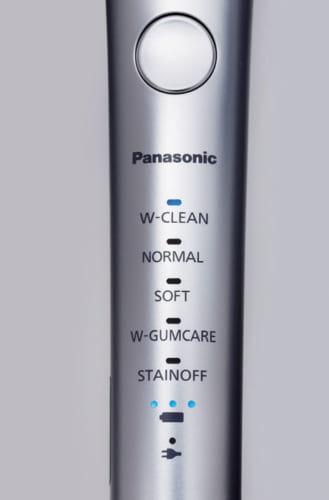 横磨きとタタキ磨きを組み合わせた「Wクリーンモード」、歯ぐきを刺激する「Wガムケアモード」、歯垢を取り白い歯を保つ「ステインオフモード」など、さまざま磨き方が選べる。