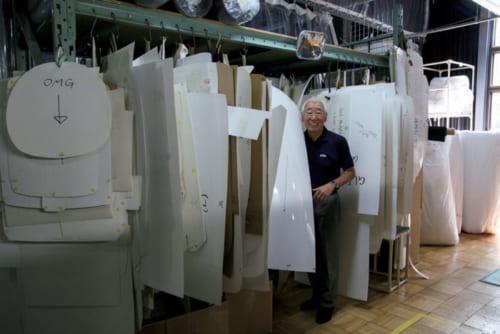 平成20年に北海道の旭川に建てた自社工場には、今もよく足を運ぶ。創業当初に製作した家具の型紙も大切に保管され、修繕等の際に役立てられている。