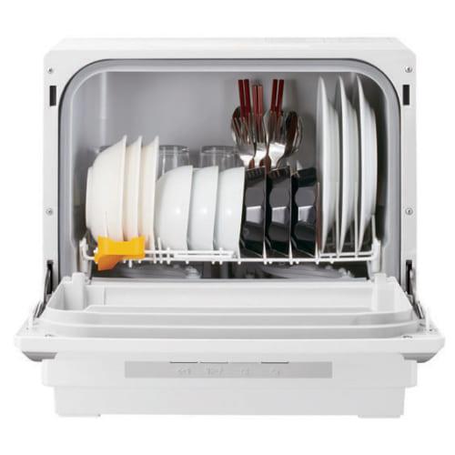 食器が安定してセットできるワイヤーかご。飯碗、汁椀、皿、グラス、箸など約3人分の食器18点が入り、高い湯温で汚れを落とす。