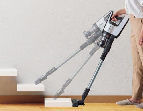軽い本体に加え、ハンドルは握りやすく、バランスのいい構造により重さが分散される。階段の掃除のときなどの持ち上げ時の負担が減った。