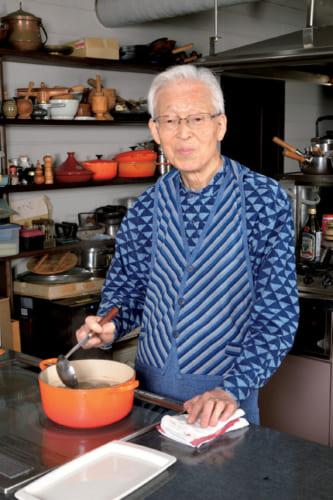 茶粥は親父仕込みと称して、父親が炊いたものだという。米が舞うように炊き、花が咲いたら火を止める。粘り気を出さないように、さらりと炊くのがコツだ。子供の頃はおやつも、冷えた茶粥だった。
