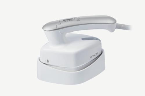 30秒で起ち上がり、一度ボタンを押すと連続で1分間スチームが噴出。約5分間使用できる。温度調節は低(約100度/アイロンのみ)、中(約135度)、高(約170度)の3段階。水タンクの容量は約70ml。消費電力950W。幅175×高さ125×奥行き85mm(本体)、690g(同)。実勢価格6500円前後。電話:0120・8802・28