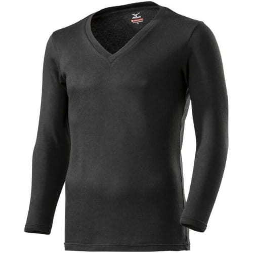 湿気を吸い、発熱することで衣服内を温かくする吸湿発熱素材「ブレスサーモ」を採用。生地の裏面に起毛加工がされており、肌触りもよいため、日常使いはもちろん、野外イベントなど様々な場面で快適に着回せる一着。メンズはベイパーシルバー、ブラック(写真)の2色。レディースはグレージュ、ブラックの2色が揃う。問い合わせ:ミズノお客様相談センター 電話:0120・320・799